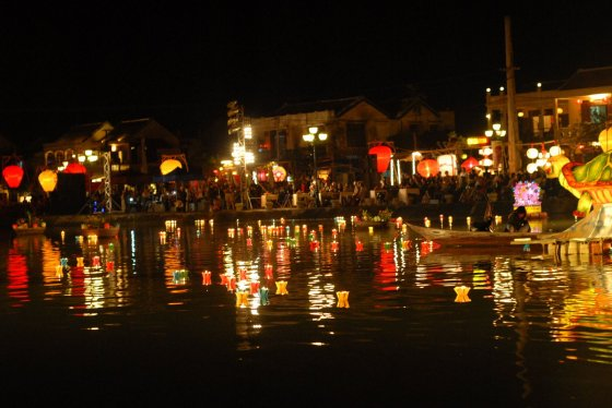 (Vietnam) - Hoi An - Full moon celebrations